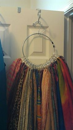 Use of shower curtain rings & a belt hanger for a scarf hanger. Organisation Hacks, Scarf Organization, Organizing Tips, Tank Top Organization, Organising, Belt Hanger, Scarf Hanger, Organizar Closets, Organiser Son Dressing