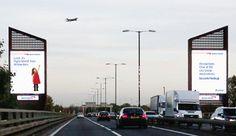 Una valla publicitaria de British Airways que se activa cada vez que pasa uno de sus aviones por encima