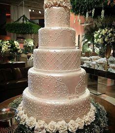 White Wedding Cakes Loving every detail of this 5 tier cake. Luxury Wedding Cake, White Wedding Cakes, Elegant Wedding Cakes, Wedding Cake Designs, Chic Wedding, Trendy Wedding, Lace Wedding, Tea Cakes, Cupcake Cakes