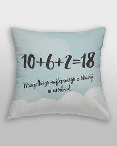 """Poduszka przeznaczona na prezent z napisem: """"10+6+2=18 Wszystkiego najlepszego z okazji 18 urodzin!"""".  Fajny upominekna18 urodziny dla solenizanta."""