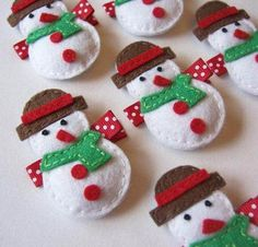 Puffy Snowman Felt Hair Clip - Red and Green and White Winter Clippies - A cute winter barrette - felt hair bows Felt Snowman, Snowman Crafts, Christmas Projects, Felt Crafts, Holiday Crafts, Snowmen, Felt Hair Bows, Felt Hair Clips, Felt Decorations