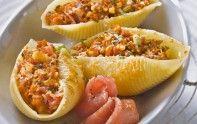 Voici la recette pour faire des conchiglionis farcis au jambon cru, tomates séchées, pignon et basilic. Un plat gourmand vous attend.