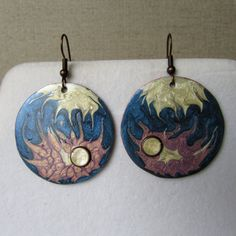 Copper earrings, painted with Fantasy Prisme colours and varnished. Copper Earrings, Colours, Christmas Ornaments, Stars, Pendant, Holiday Decor, Painting, Jewelry, Jewlery