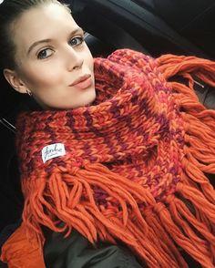 Sweater knitwear /  Knit/ knitting / crochet  / Finkewear wwww.finkewear.com / cozy/ warm / big knit / fashion /handmade / natural / chunky / wool / scarf