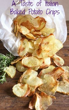 A Taste of Italian Baked Potato chips, an easy crispy homemade oven baked potato chip recipe. The perfect side dish or snack kids will love them /anitalianinmykitchen.com