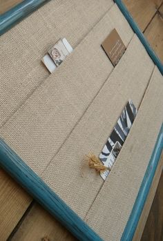 DIY and Crafts / Burlap Wall Pocket Organizer.a very easy DIY project or you can buy this one on Etsy. Simply cut and cover mat board with burlap to fit a frame. Diy Projects To Try, Craft Projects, Burlap Projects, Project Ideas, Craft Ideas, Home Crafts, Fun Crafts, Burlap Wall, Framed Burlap