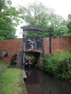 I haven't been down the canals in quite a while. The other day, I walked home from work (Stirchley), along the river and eventually the ca. Birmingham Canal, Birmingham England, Canal Boats England, Canal Barge, Dutch Barge, Steam Boats, Boat Stuff, Narrowboat, Old Pictures