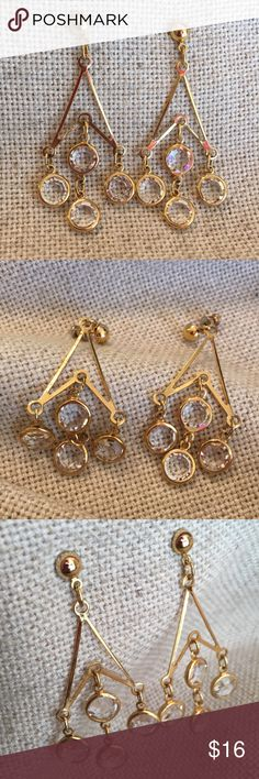 "Round Cut Glass Crystal Dangle Earrings Goldtone I wish you could see how sparkly these are. They are very pretty. Light weight. Clear cut glass. No goldtone color loss. I don't these were worn more than two times. Approx 2.5"" Long. Approx 1"" Wide. Vintage Jewelry Earrings"