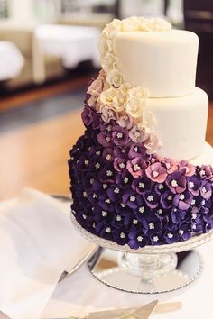 Love this! Re-pin if you like. Via Inweddingdress.com #weddingcake