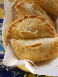 Empanadas Chilenas con Salsa Chimichurri-Chilean empanadas with chimichurri