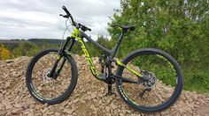 2015 Norco Range Carbon black/yellow (1600x900)
