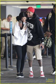 kylie jenner tyga kiss airport 03