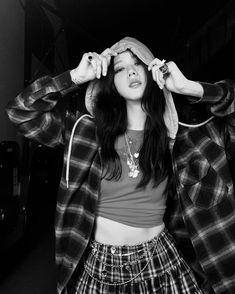 Blackpink Jisoo, South Korean Girls, Korean Girl Groups, Jenny Kim, Black Pink ジス, Blackpink Photos, Pictures, Blackpink Fashion, Jennie Blackpink