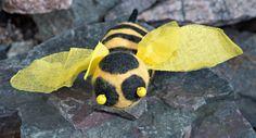 Huovutettu kimalainen Insects, Bee, Animals, Honey Bees, Animales, Animaux, Bees, Animal, Animais
