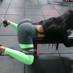 """2,869 Likes, 42 Comments - Fit Female Videos (@fitfemalevideos) on Instagram: """"Just here trying to grow the Glutes 🍑 Save & visit @SculptWomensGuide 🙋🏼for workouts, routine, and…"""""""
