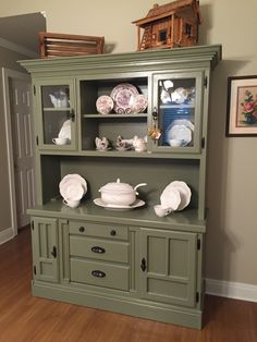 Hutch Makeover. From golden oak to Annie Sloan Chateau Grey.