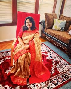 Bengal Looms Diva: Jasmine looking absolutely fabulous in her Tussar Banarasi Sari from Bengal Looms. Thank you Jasmine for sharing this beautiful picture with us.
