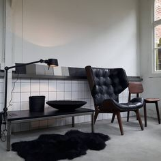 "TONONE LAMP: BOLT DESK 2 ARM CLAMP- BLACK  101 Synes godt om, 17 kommentarer – brechts interieur (@brechts_interieur) på Instagram: ""#mystyle #shop #interior #style #creativeprocess #interiordesigns #mammothchair #norr11"" Interior Styling, Interior Design, Interior Architecture, Minimalist, Dining Table, Chair, Arm, Furniture, Instagram"