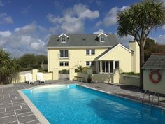 Rainbows End House in a peaceful AONB with outdoor heated Swimming pool - Breage Outdoor Swimming Pool, Swimming Pools, Cornwall Accommodation, Places To Visit Uk, Barbecue Area, Outdoor Spa, Wet Rooms, Exterior Lighting, Private Pool