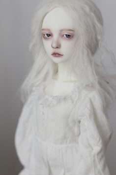 Love the albino look - good for carnival/mime look