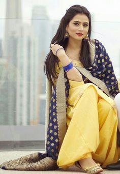 Tainu v jatta pyaar ho jave . ❤️🙈 Suit n jhumki - MUA - Pc - Punjabi Girls, Punjabi Dress, Punjabi Couple, Designer Punjabi Suits, Indian Designer Wear, Oshin Brar, Suit Fashion, Fashion Outfits, Fashion Ideas