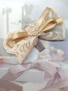 Lace+Ribbon+Hair+Bow+Hair+Clip+Cream+Gold+from+Little+Heartwarming+by+DaWanda.com