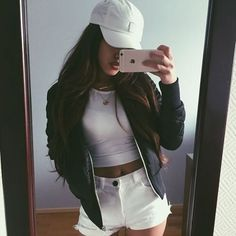 Cute outfit. Highwaisted shorts. Cropped top. Jacket. Hat. Sporty fashion. Casual outfit. Teen fashion.
