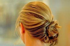 Acconciature per capelli lunghi da copiare - Chignon laterale