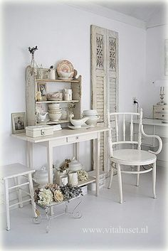 Love the white Bentwood chair!!!