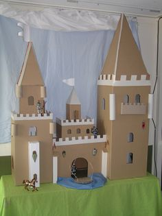 Diy Cardboard Furniture, Cardboard Box Crafts, Cardboard Castle, Toilet Roll Craft, Toilet Paper Crafts, History Medieval, Medieval Times, European History, Ancient History