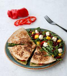 Fargerik quesedilla - middag på under 15 minutt! - LINDASTUHAUG Guacamole, Nom Nom, Tacos, Healthy Recipes, Ethnic Recipes, Food, Spinach, Red Peppers, Essen