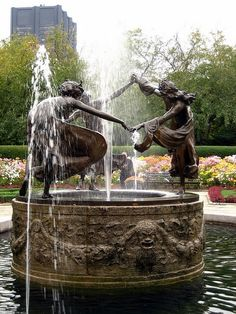 Fuente Three Dancing Maidens, Central Park NY, USA.-