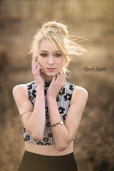 Sydney | Senior Pictures | Senior Poses | Illinois Senior Photographer | Alyssa Layne Photography