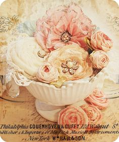 Endlessly pretty vintage looking handmade flowers with a link to the tutorial. Flores Shabby Chic, Shabby Chic Flowers, Shabby Chic Crafts, Faux Flowers, Diy Flowers, Fabric Flowers, Paper Flowers, Vintage Flowers, French Flowers