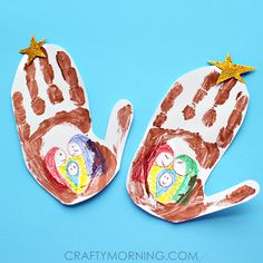 For a last minute Christmas craft, you can make this cute handprint stable art project! It is so easy and the kids get to get their hands messy! :-) The hand print represents a stable where baby Jesus was born in the manger. Materials Needed: Brown washable paint Crayons Yellow and white paper Paper Gold …