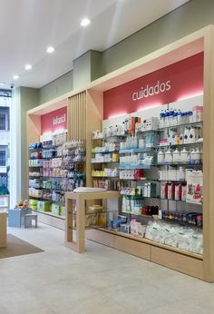 Proyecto de diseño, mobiliario y reforma de la farmacia Calle Coruña, entra y mira las imágenes de la farmacia