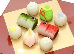 "Japanese Sweets ""wagashi"", for Children's Day Japanese Deserts, Japanese Food Sushi, Japanese Treats, Japanese Wagashi, Japanese Cake, Desserts Japonais, Bento, Child Day, Sweet Desserts"