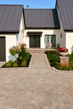 Country rustic front yard designs and ideas.  Driveways and landscape inspiration.