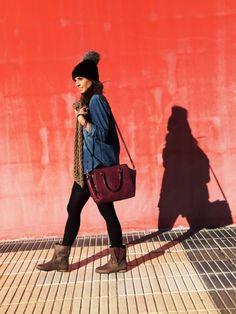 look con botas de mustang y bolso burgundy