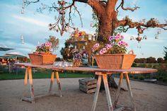 La decoración más bonita para comenzar la última semana de octubre. Flores V. Cubo Iluminación Farfala #bodas #deco