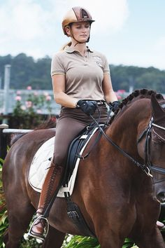 Pretty picture. I like all the brown details in the rider's clothing. #Jupinkle