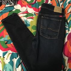 SAlELucky brand skinny jeans Dark wash Lucky Brand jeans size 2/25.                Brooklyn skinny is the style. Anklet fit  great fit and soft fabric not stiff Lucky Brand Jeans Skinny