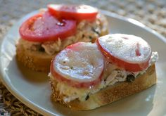 Easy weeknight Tuna Melts with tomato and provolone from @Amy Rhoads Cooks | Kate Morgan Jackson http://www.yummly.com/recipe/Tuna-melts_-368856