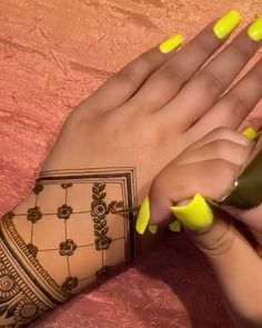 Pretty Henna Designs, Modern Henna Designs, Hena Designs, Henna Tattoo Designs Simple, Floral Henna Designs, Finger Henna Designs, Beginner Henna Designs, Back Hand Mehndi Designs, Latest Bridal Mehndi Designs