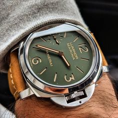 """Panerai """"Last one for Paneristi"""". Limited to 500 units Green sandwich dial, gold hands, 8 Day in-house Movement without the words 8 Day on the front. Panerai Luminor, Panerai Watches, Vintage Watches For Men, Luxury Watches For Men, Bracelet Cuir, Sport Chic, Gold Hands, Beautiful Watches, Cool Watches"""