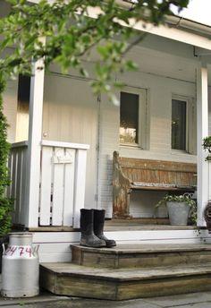 60 Vintage Farmhouse Porch Decorating Ideas on A Budget - Homemainly Farmhouse Chic, Vintage Farmhouse, Country Farmhouse, Farmhouse Front, Country Life, Country Style, Country Porches, Front Porches, Exterior Design