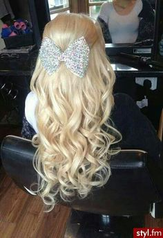 Blonde Curly Hair With Bow .