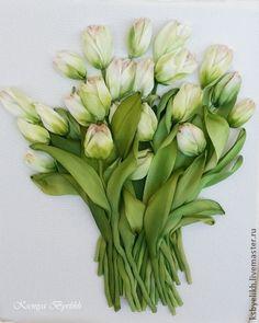 Белые тюльпаны. Вышивка шелковыми лентами. Ленты окрашены и тонированы до и в процессе работы.    Работа к повтору временно не принимается.