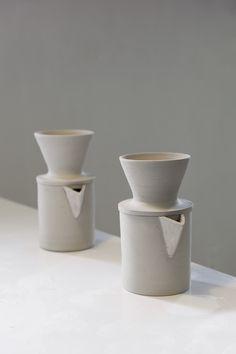 Maker in the Catskill Mountains: Ceramics artist Kelli Cain creates earthy, minimalist tableware Coffee Bar Home, Coffee Love, Ceramic Painting, Ceramic Artists, Ceramic Pottery, Pottery Art, Keramik Design, Modern Cafe, Kitchenware