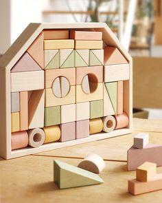 日本製にこだわった、木の表情とパステルカラーが美しい積み木・ブロック